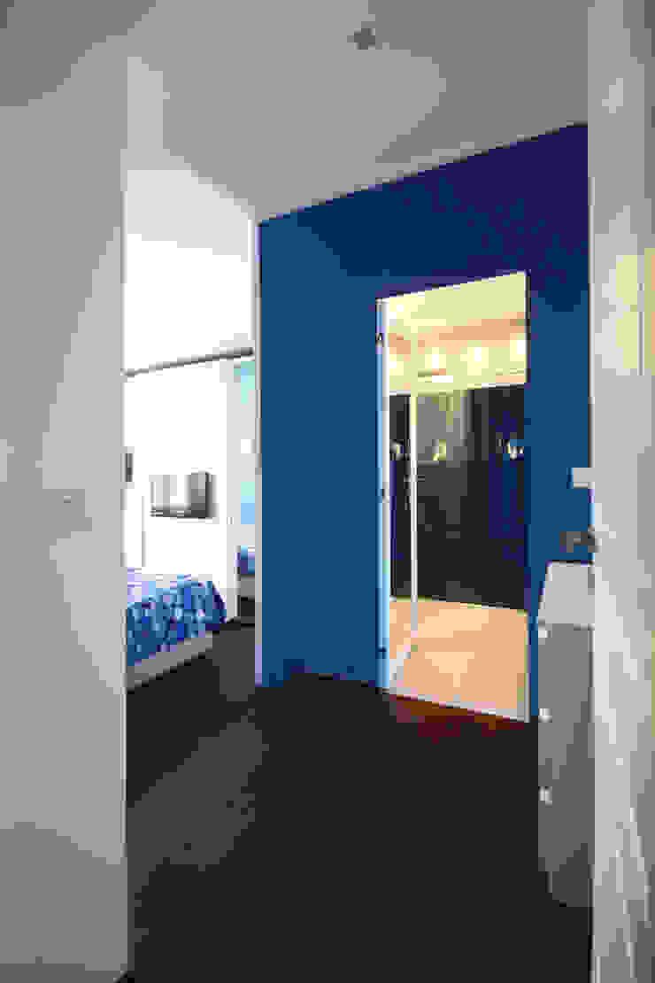 CAMERA PADRONALE Camera da letto minimalista di Andrea Orioli Minimalista