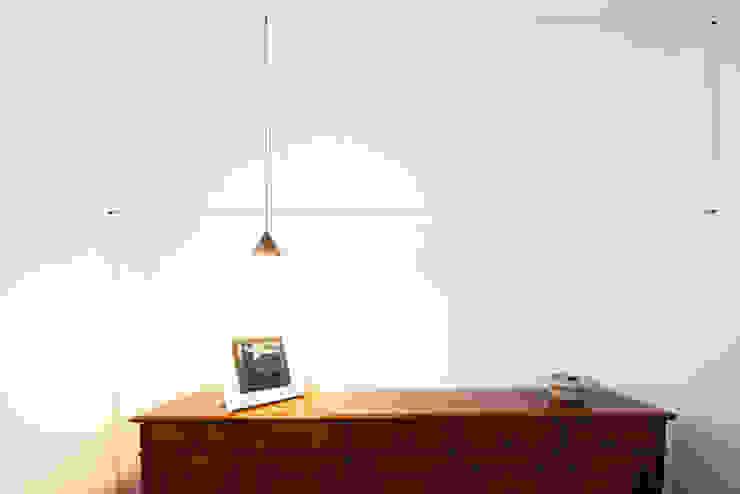 Andrea Orioli Minimalist corridor, hallway & stairs White