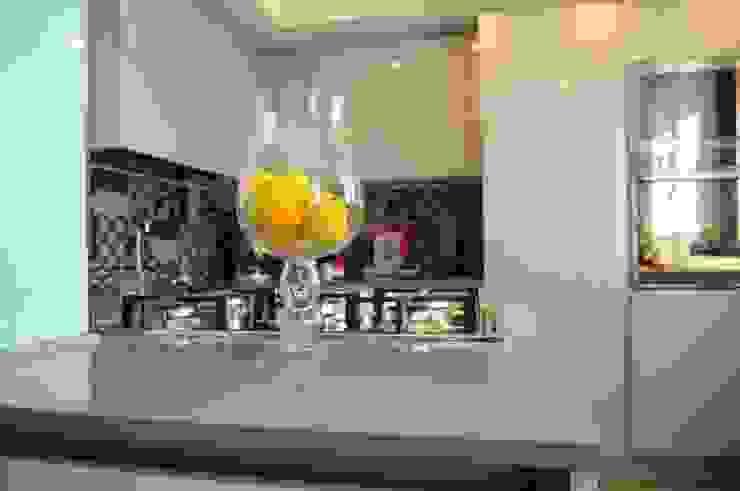 Ristrutturazione appartamento 100 mq Fabiola Ferrarello ห้องครัว หิน Grey