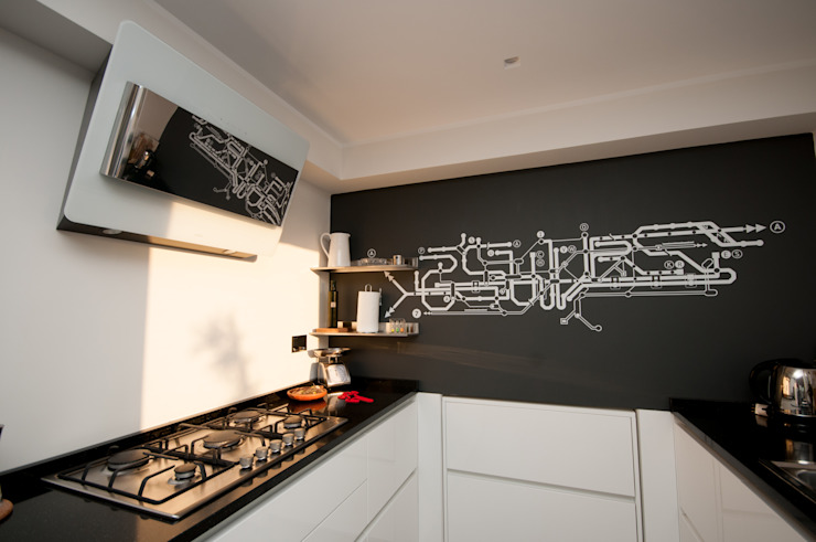 Ristrutturazione appartamento 50 mq Fabiola Ferrarello ห้องครัวเคาน์เตอร์ครัว แกรนิต Black