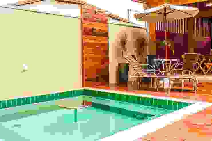 Spas de estilo tropical de Bianca Ferreira Arquitetura e Interiores Tropical Cerámico