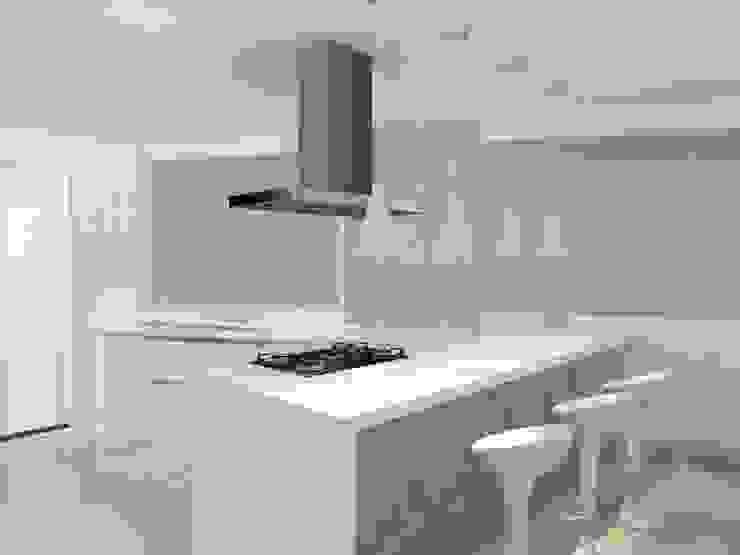 Cozinha Bastos PorcaroAlves Arquitetura Cozinhas minimalistas Branco