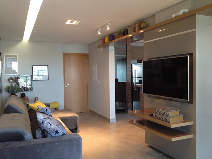Cia de Arquitetura Living roomShelves