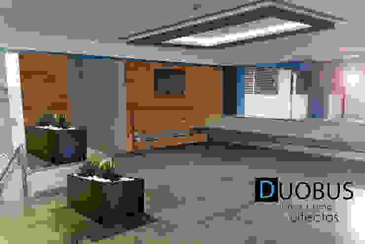 acceso estacionamiento. Garajes modernos de DUOBUS M + L arquitectos Moderno
