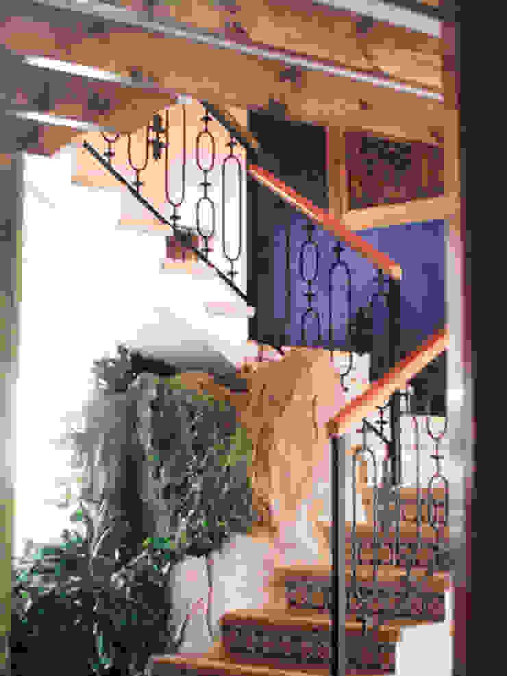 Escaleras Pasillos, vestíbulos y escaleras mediterráneos de Base-Arquitectura Mediterráneo