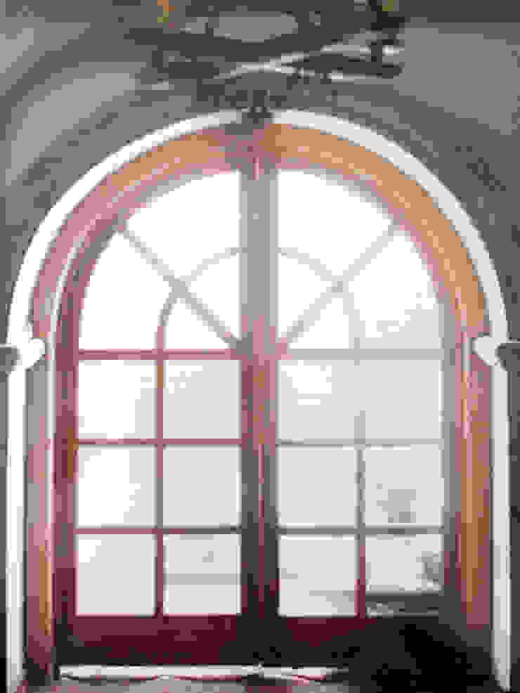 Vantanal de Madera Puertas y ventanas mediterráneas de Base-Arquitectura Mediterráneo
