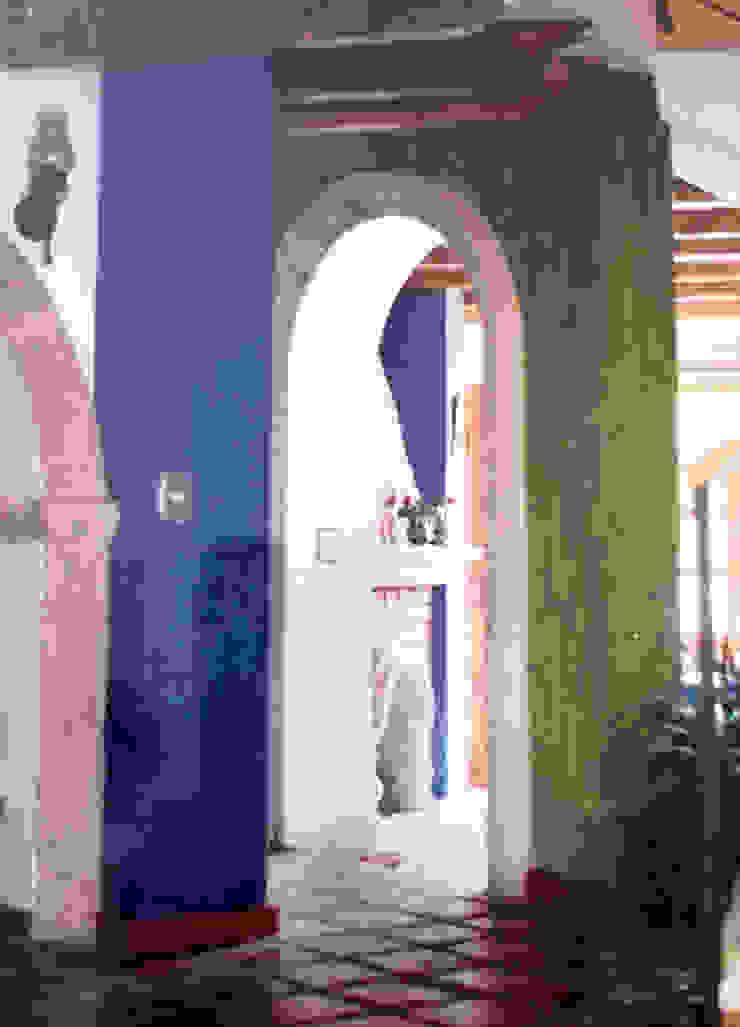 Pasillo Pasillos, vestíbulos y escaleras mediterráneos de Base-Arquitectura Mediterráneo