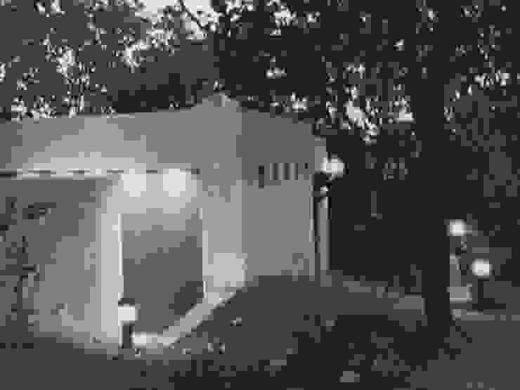 Modern garden by Base-Arquitectura Modern