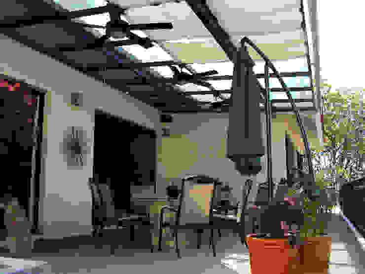 Terraza: Terrazas de estilo  por Base-Arquitectura,
