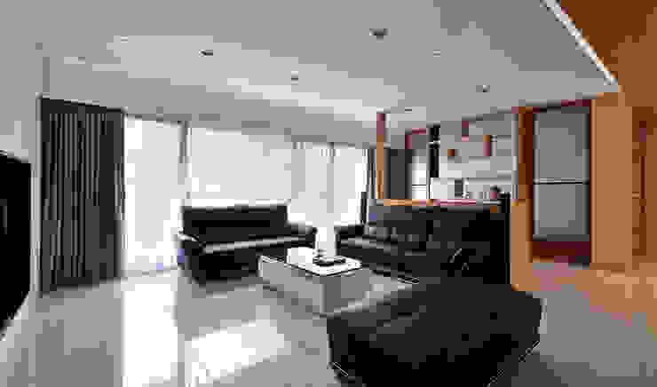 Salas de estilo moderno de 瓦悅設計有限公司 Moderno