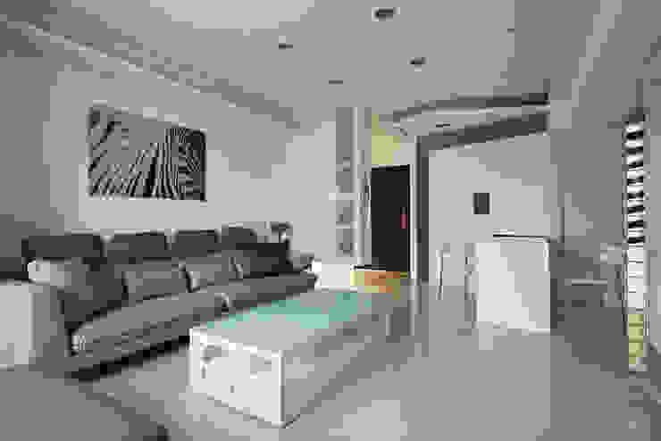 小坪數大空間現代純淨宅 现代客厅設計點子、靈感 & 圖片 根據 瓦悅設計有限公司 現代風