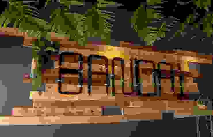 Bandai Poshtel โดย bandai architects studio ผสมผสาน ไม้ Wood effect