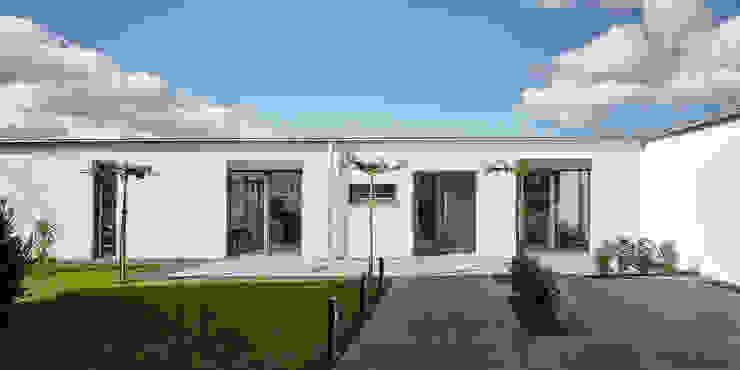 Exklusives EFH in Holzbauweise, Hagen Philip Kistner Fotografie Minimalistische Häuser Weiß