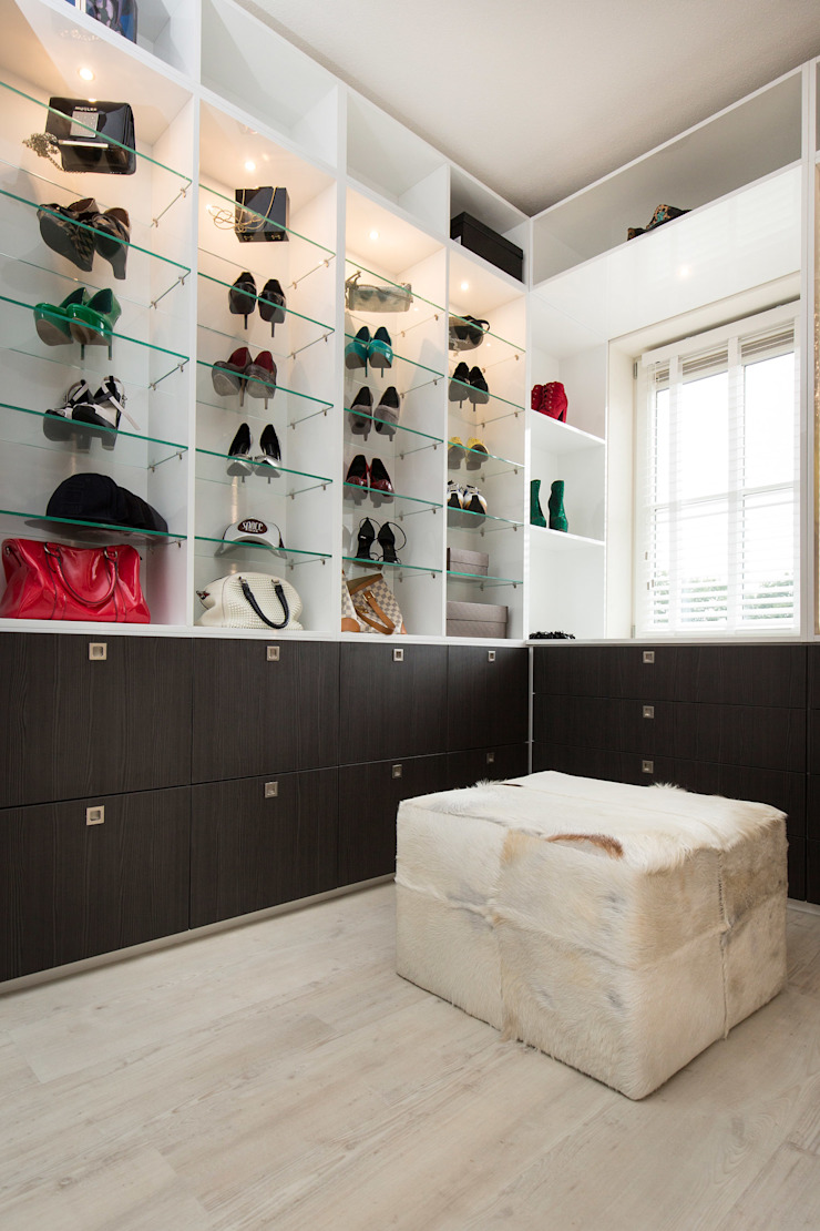 Inloopkast Classic style dressing room by Sooph Interieurarchitectuur Classic Wood Wood effect
