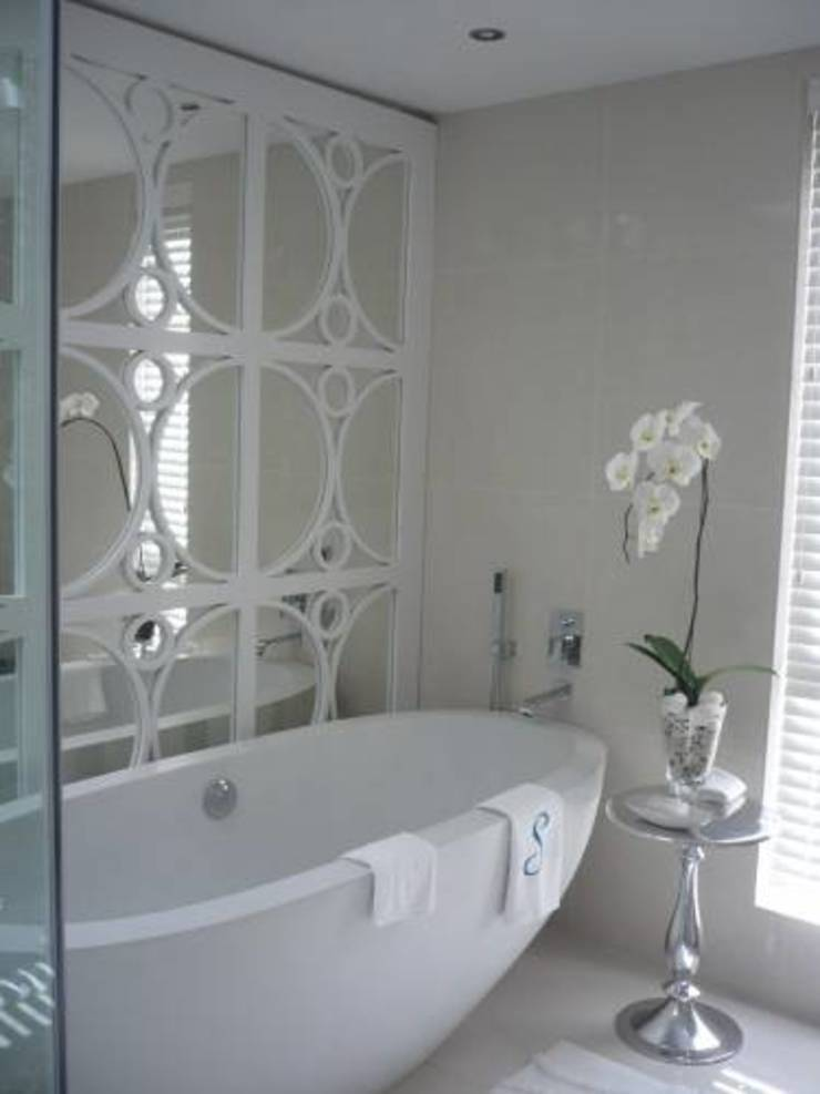 House Bantry Bay Minimal style Bathroom by The Painted Door Design Company Minimalist