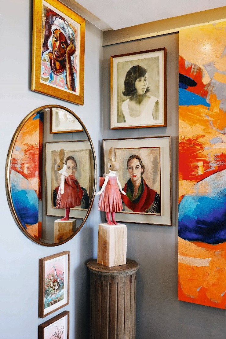 Phòng khách phong cách chiết trung bởi The Painted Door Design Company Chiết trung