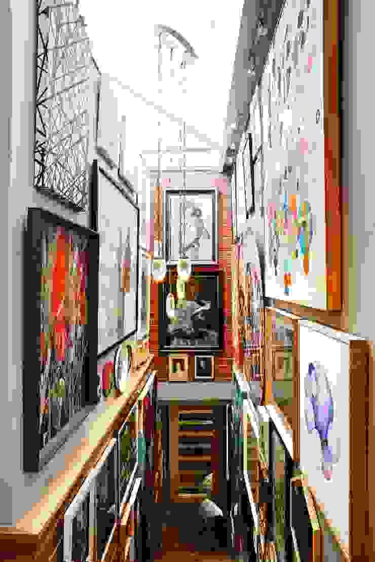 Hành lang, sảnh & cầu thang phong cách chiết trung bởi The Painted Door Design Company Chiết trung