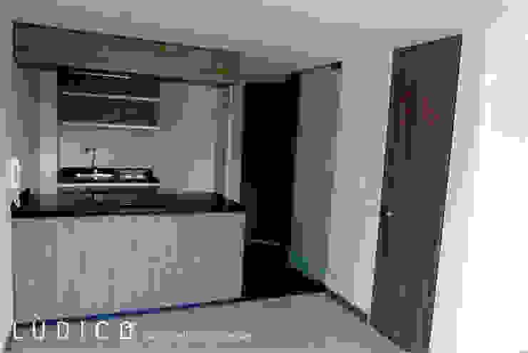 Remodelación Apartamento Chapinero Cocinas de estilo minimalista de Lúdico Arquitectos Minimalista