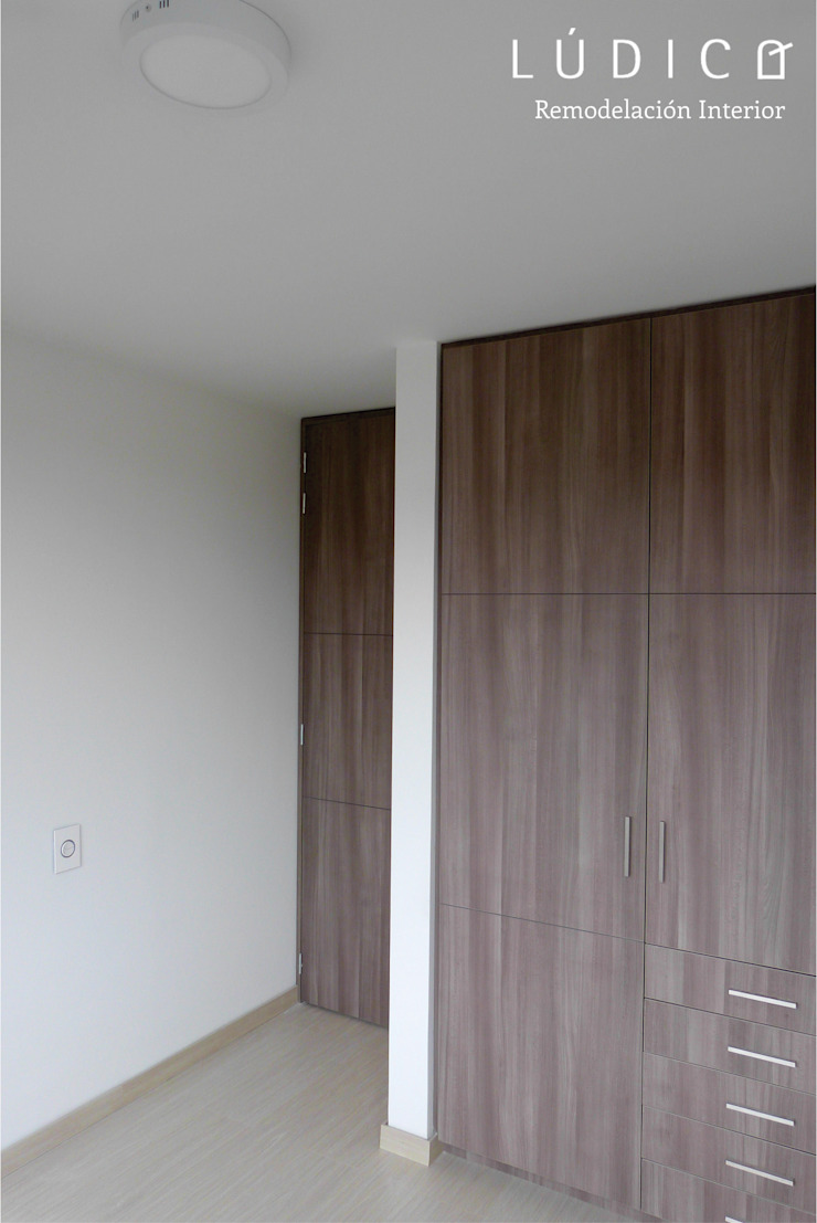 Apartamento Ciudad Salitre - Bogotá Habitaciones de estilo minimalista de Lúdico Arquitectos Minimalista