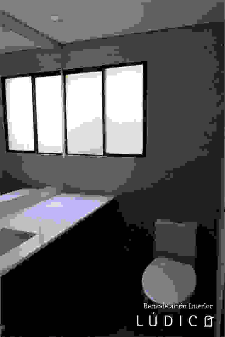 Apartamento Ciudad Salitre – Bogotá Baños de estilo minimalista de Lúdico Arquitectos Minimalista