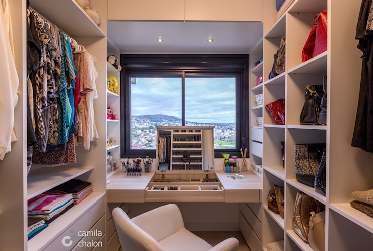 Dressing room by Camila Chalon Arquitetura, Modern
