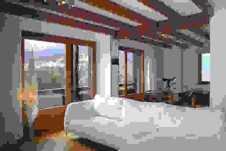 Salones modernos de GRITTI ROLLO | Stefano Gritti e Sofia Rollo Moderno Madera Acabado en madera