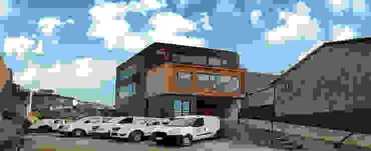 Plus Industrial de Naritelli-Bravo Arquitectos Moderno Aluminio/Cinc