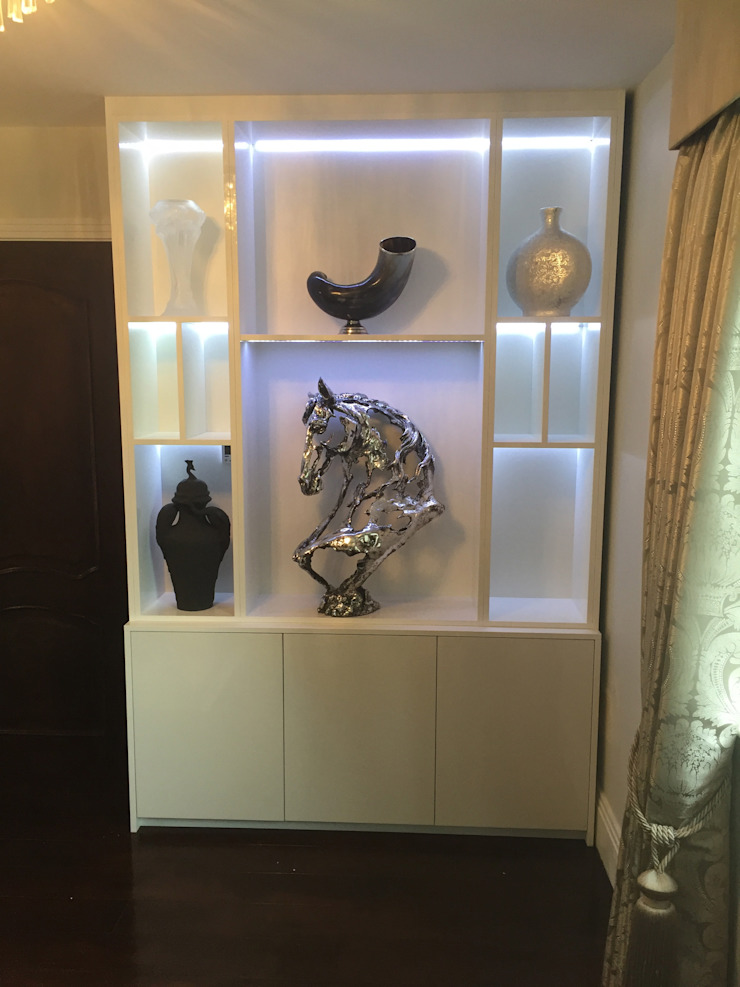 Gloss White Display Cabinets with LED lighting Designer Vision and Sound: Bespoke Cabinet Making Living roomCupboards & sideboards