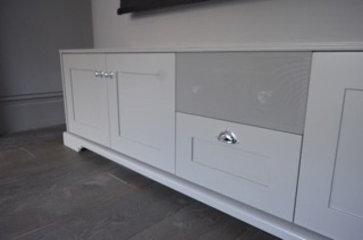 Shaker style AV cabinet and storage unit with in built centre channel: classic  by Designer Vision and Sound: Bespoke Cabinet Making, Classic