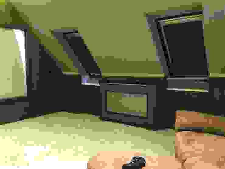 Loft Cinema Room with fabric walls and LED lowered ceiling Designer Vision and Sound Salas de entretenimiento de estilo moderno