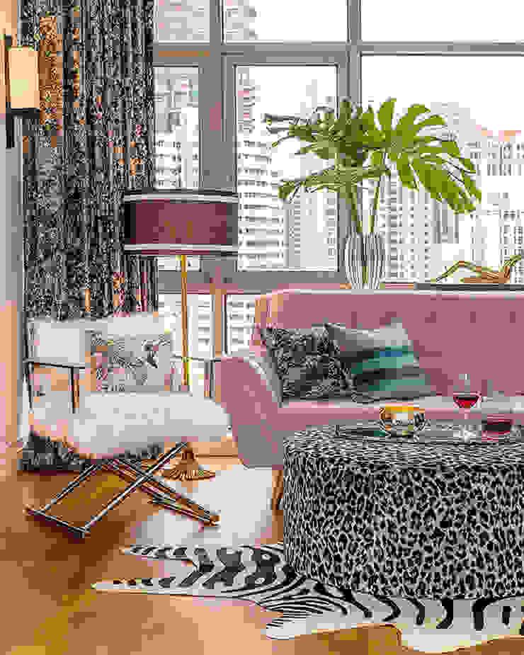 A Sassy Sensation Modern living room by Design Intervention Modern