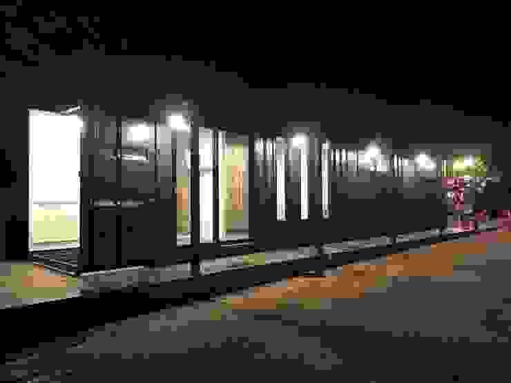 4 In 1 บ้านพักอาศัย: ด้านอุตสาหกรรม  โดย Crazycontainer, อินดัสเตรียล