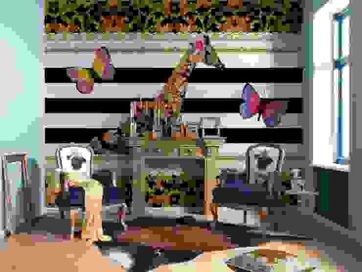 Papel de parede Wallpaper www.intense-mobiliario.com  FOTOMURAL GIRAFFE http://intense-mobiliario.com/pt/fotomurais/4610-fotomural-giraffe.html?search_query=Fotomural+Giraffe&results=1:  tropical por Intense mobiliário e interiores;,Tropical
