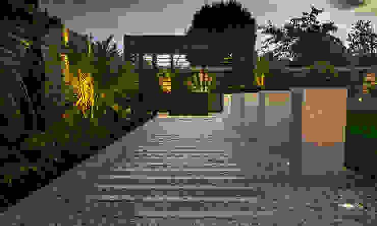 minimalist  by Robert Hughes Garden Design, Minimalist