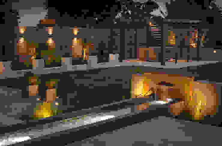 A contemporary industrial garden van Robert Hughes Garden Design Minimalistisch