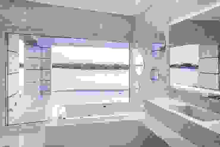 Abstracción Líquida: Baños de estilo  por CIBA ARQUITECTURA,