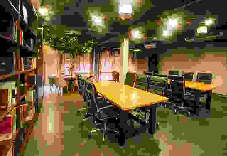 Working space โดย Glam interior- architect co.,ltd