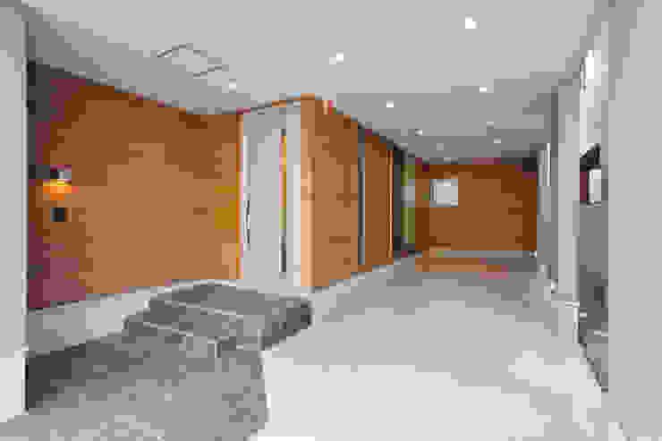 Garasi Modern Oleh ナイトウタカシ建築設計事務所 Modern Kayu Wood effect