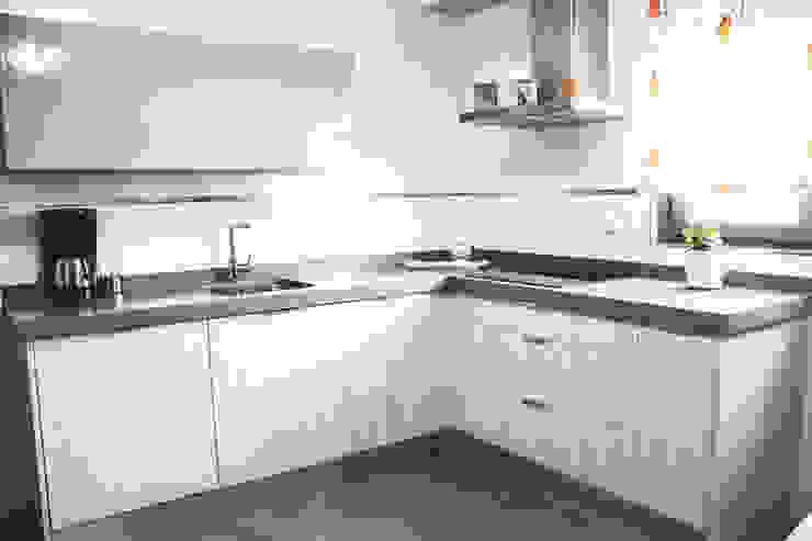 Cocinas Cocinas de estilo moderno de Buk Design Leon Moderno