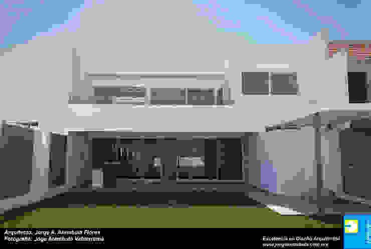FACHADA TRASERA Casas minimalistas de Excelencia en Diseño Minimalista Ladrillos