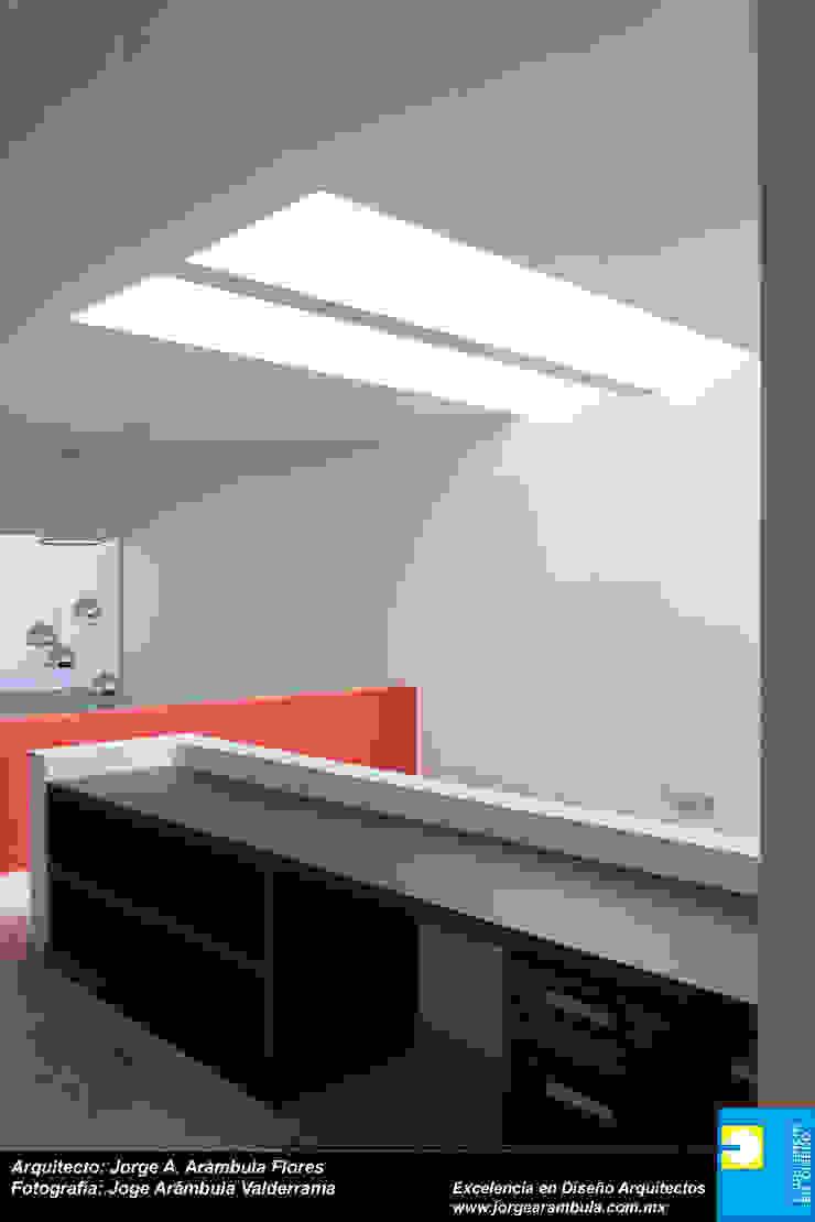 DOBLE ALTURA Pasillos, vestíbulos y escaleras minimalistas de Excelencia en Diseño Minimalista Ladrillos