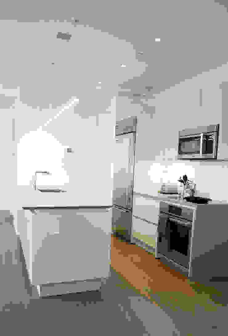 Brooklyn Gut Renovation by Atelier036 Minimalist Quartz