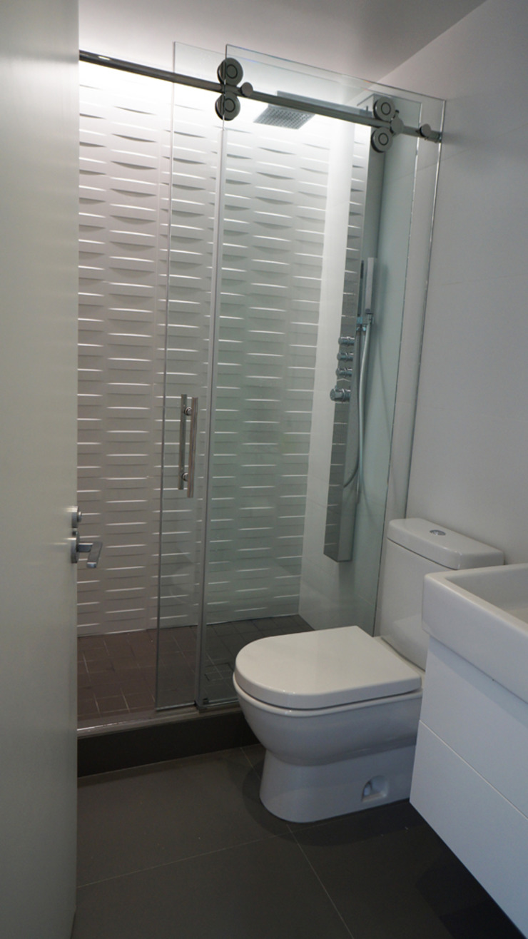 Brooklyn Gut Renovation Minimalist style bathroom by Atelier036 Minimalist Tiles