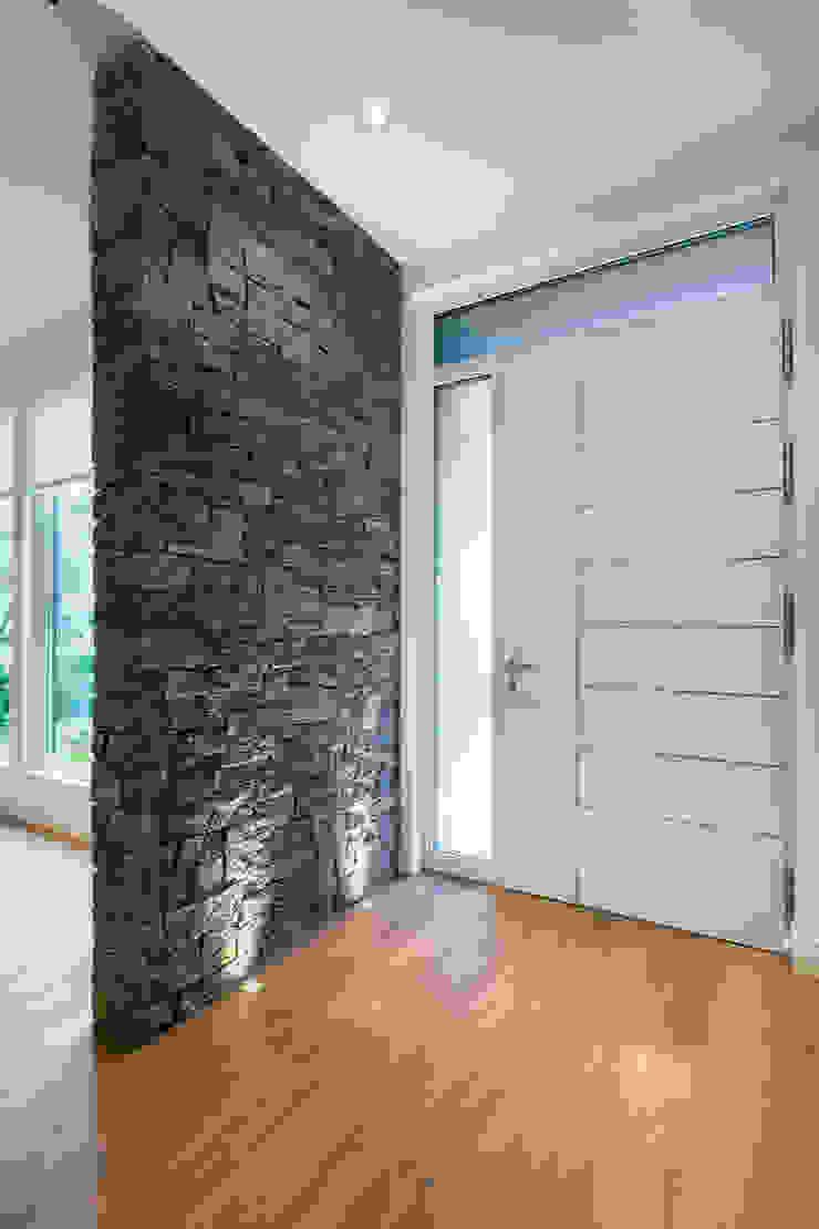 Moderner Flur, Diele & Treppenhaus von Alice D'Andrea Design Modern Granit