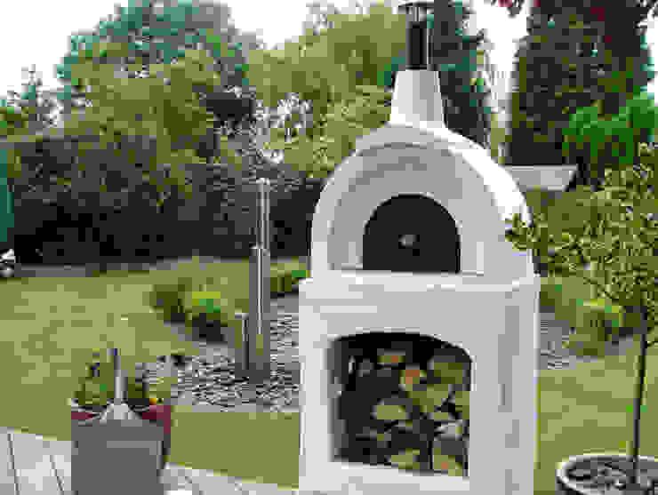 Traditional pizza oven in your garden Jardines de estilo clásico de Vitcas Clásico