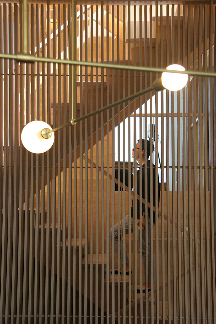 Staircase Modern Corridor, Hallway and Staircase by AtelierSUN Modern Engineered Wood Transparent