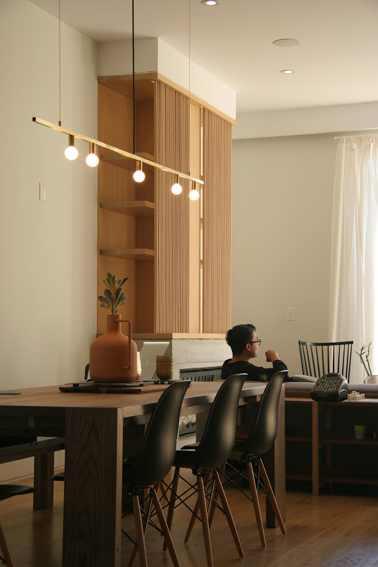 Family Room Modern Living Room by AtelierSUN Modern