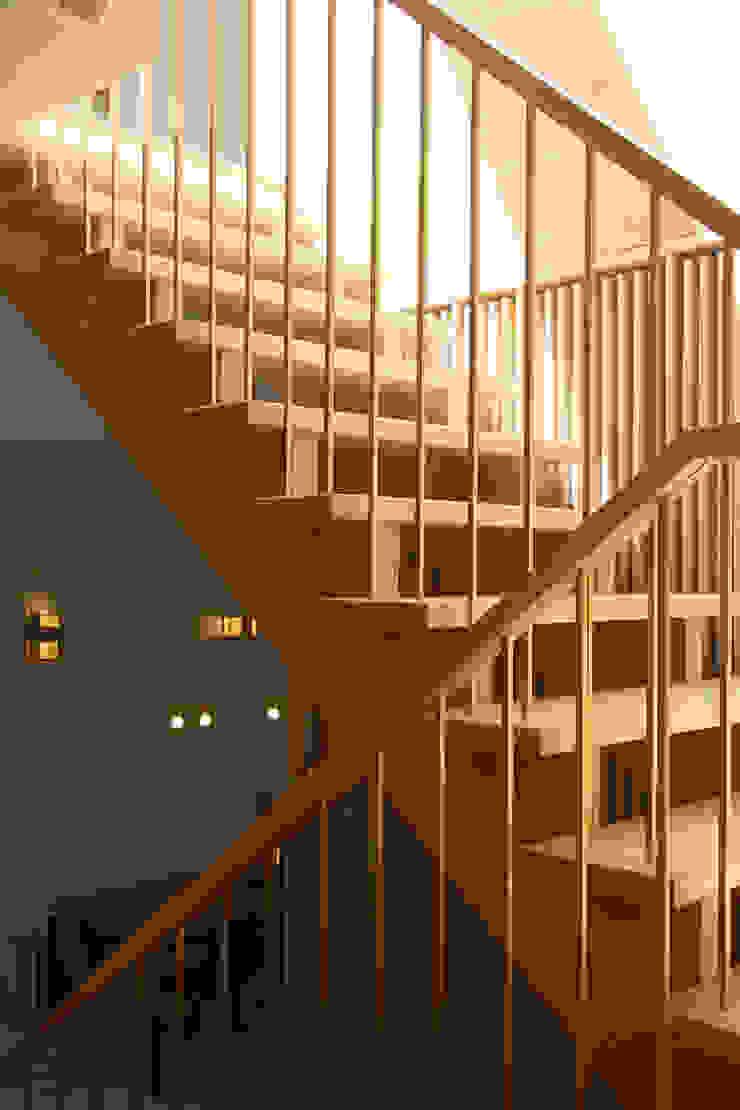 stairs Modern Corridor, Hallway and Staircase by AtelierSUN Modern Copper/Bronze/Brass