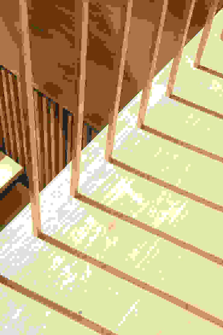handrail Modern Corridor, Hallway and Staircase by AtelierSUN Modern Copper/Bronze/Brass