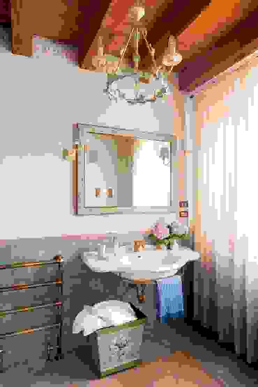 STUDIO CERON & CERON Classic style bathroom